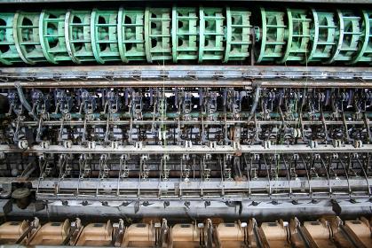 世界遺産の製糸工場の古い繰糸機(富岡市・群馬)