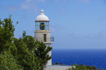 八丈島の西端に建つ八丈灯台