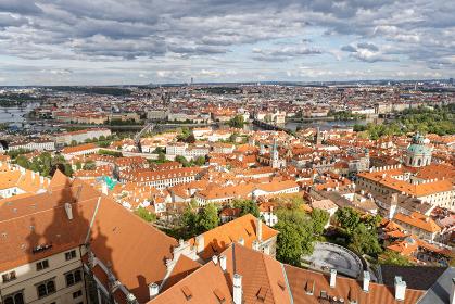 カレル橋 モルダウ川 プラハの街並み ヴィート大聖堂の塔より チェコ