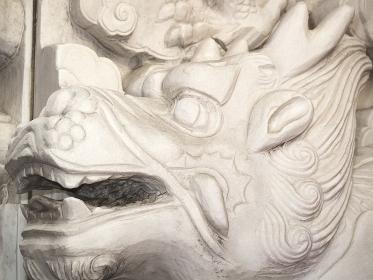 神戸南京町の中華街の龍の彫刻