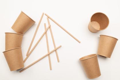紙製の食器