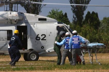 ヘリコプターによる負傷者搬送(2010年堺市総合防災訓練)
