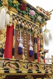 高山秋祭り、華麗な装飾の豊明臺の前部
