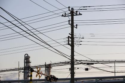 工場地帯の電線