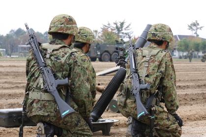 イベント展示訓練で待機中の自衛隊員