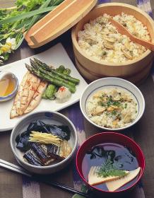 アサリの炊き込みご飯と若竹汁の春の食卓