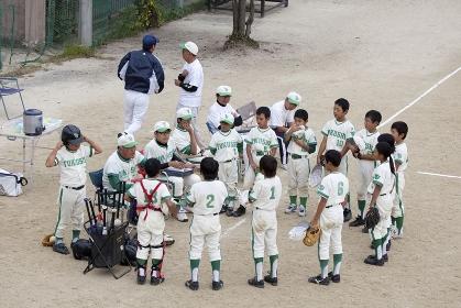 少年野球監督と選手