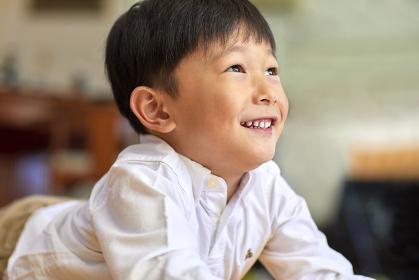 笑顔の日本人男の子