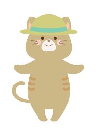 麦わら帽子をかぶって熱中症対策する猫