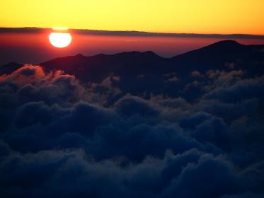 北アルプスの鹿島槍から立山連峰を望む