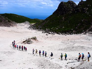 神津島の天上山にはこんな砂漠のような場所もある
