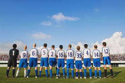 後ろ姿のサッカーチーム