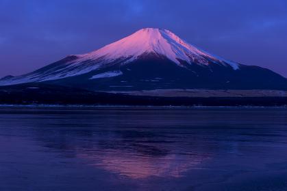 山中湖より厳冬期の富士山