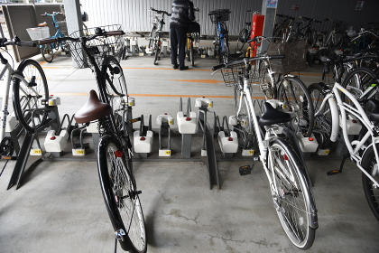 A view of the bicycle parking lot .