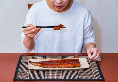 鰻 食べる シニア 【 土用 の 丑の日 イメージ 】