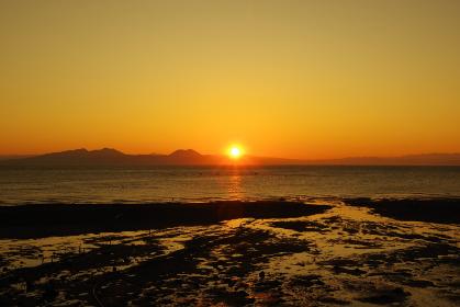 朝日に照らされてキラキラ輝く有明海