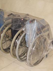 公共施設に配備された車椅子
