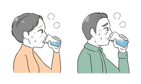 水分補給をする 高齢者