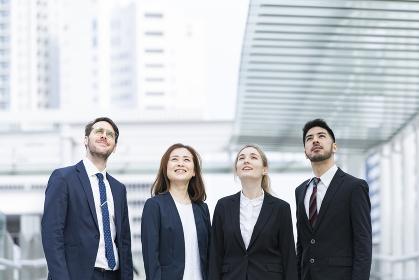 国際色豊かなビジネスチーム