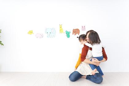 幼稚園で遊ぶ子ども