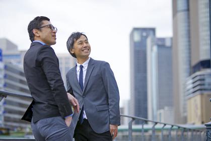 2人の日本人ビジネスマン
