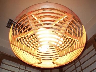 木製の和風の照明器具