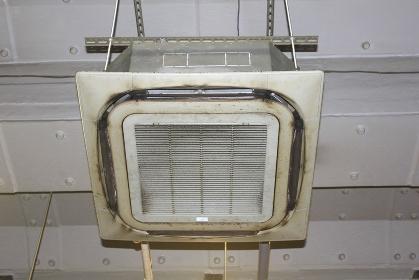 吊り下げ型エアコン