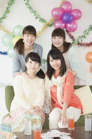 微笑む4人の女性