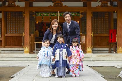 笑顔の七五三の家族