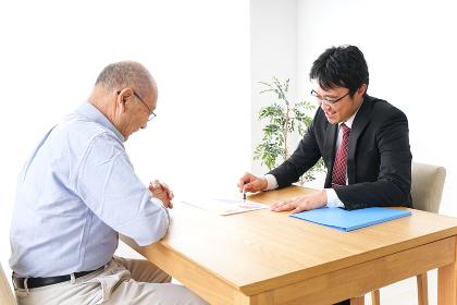 営業マンと高齢者