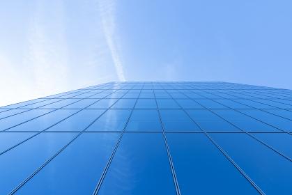 高層ビルを見上げた風景