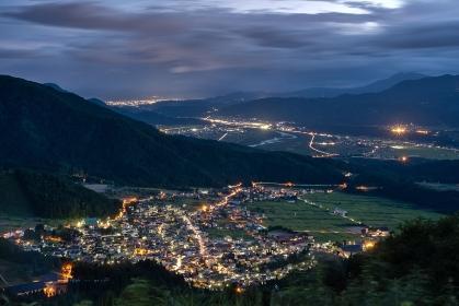 長野県・野沢温泉村 夏の温泉街の夜景