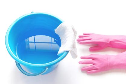 拭き掃除 ゴム手袋と雑巾が掛かったバケツ