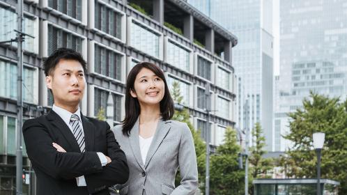 ビジネスをする男女のイメージ