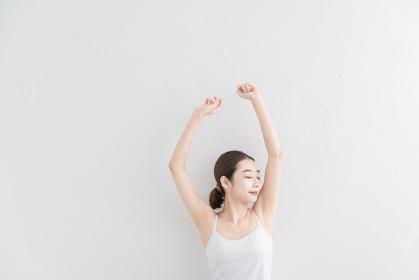 ストレッチ・体操をする女性