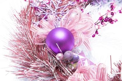クリスマスリースとベル
