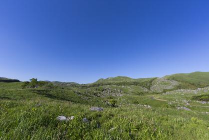 北九州国定公園平尾台 見晴台付近より岩山・権現山・周防台・貝殻山方面を望む