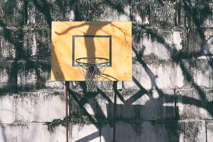 古ぼけたバスケットゴール