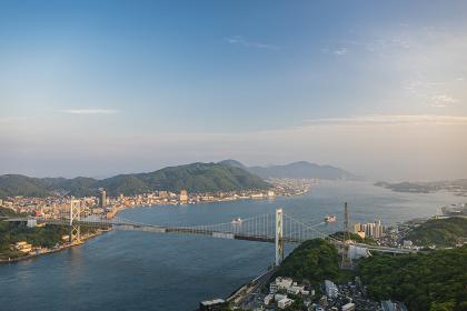 火の山公園展望台から眺める関門海峡と関門橋と門司港の街並み