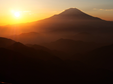 丹沢・塔ノ岳からの富士山の夕暮れ