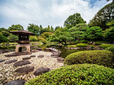 秋の日本の伝統的な庭園の風景 10月