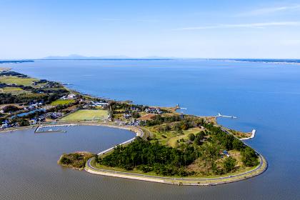 茨城県 霞ヶ浦の和田岬と遠方に筑波山