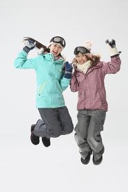 笑顔のスキーウェアの女性