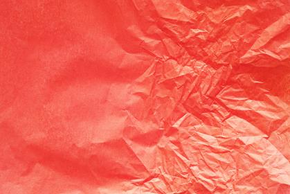 半分しわくちゃな赤色のお花紙