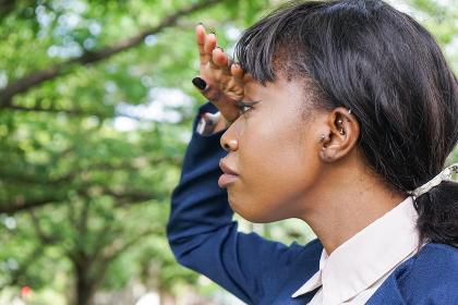 リアクションをする黒人女性