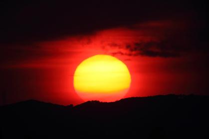 日没 沈みゆく太陽