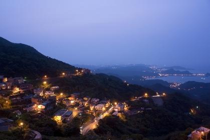 基隆港方面を望む九フンの街並み 台湾