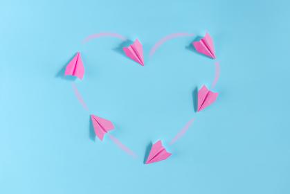 飛行機雲でハートを描く紙飛行機 3 6機 ピンク