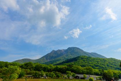 爽やかな夏山の眺め