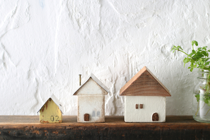 家の模型とマイホームのイメージ